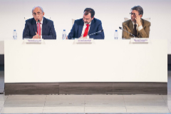 El director de EL MUNDO, Francisco Rosell, y el Periodista Ignacio Camacho durante la conferencia.