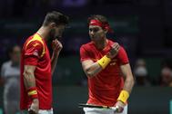 Rafa Nadal y Marcel Granollers durante el partido de dobles de la Copa Davis