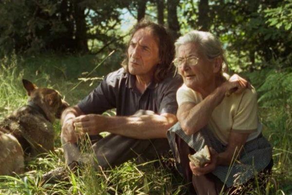 Amador y Benedicta en un momento de 'Lo que arde'.
