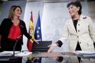 La ministra para la Transición Ecológica en funciones, Teresa Ribera, y la ministra Portavoz, y de Educación en funciones, Isabel Celaá, ofrecen la rueda de prensa tras el Consejo de Ministros.