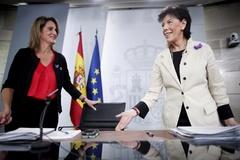 La ministra para la Transición Ecológica en funciones, <HIT>Teresa</HIT> <HIT>Ribera</HIT>, y la ministra Portavoz, y de Educación y Formación Profesional en funciones, Isabel Celaá, en rueda de prensa tras el Consejo de Ministros en Moncloa.
