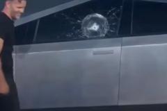 El peor día de Musk: se le rompe su cristal indestructible en plena presentación