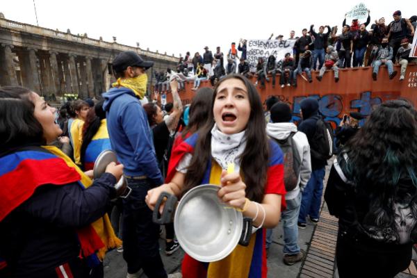 AME8506. <HIT>BOGOTÁ</HIT> (COLOMBIA).- Cientos de personas...