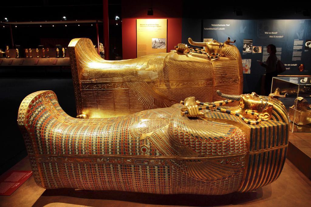 Una de las recreaciones de los tesoros de Tutankamón en la exposición.