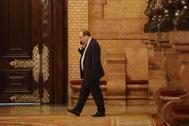 El líder del PSC, Miquel Iceta, en los pasillos del Parlament.