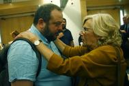 Manuela Carmena dialoga con Guillermo Zapata