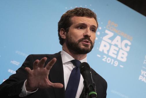 Pablo Casado gesticula durante su intervención en la reunión del PPE...