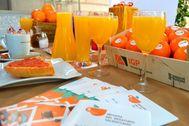 El consumo de naranjas aporta gran cantidad de vitaminas, minerales, fibra y otros compuestos bioactivos que contribuyen a mantener una salud óptima.