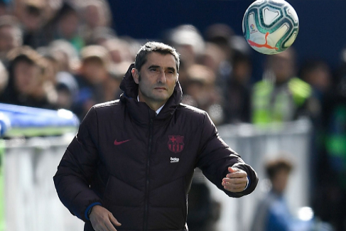 Barcelona's Spanish coach <HIT>Ernesto</HIT> <HIT>Valverde</HIT> eyes the ball during the Spanish league football match Club Deportivo Leganes SAD against FC Barcelona at the Estadio Municipal Butarque in Leganes on November 23, 2019. (Photo by PIERRE-PHILIPPE MARCOU / AFP)
