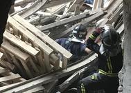 Los bomberos actúan en el Ritz tras el derrumbe en septiembre de 2018.