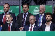 GRAF6267. MADRID.- El <HIT>rey</HIT> <HIT>Felipe</HIT> VI, el ministro de Cultura, José Guirao (c) y el futbolista del Barcelona y promotor del evento, Gerard Piqué (d) durante la final de la Copa Davis que enfrenta a España y Canadá este domingo en la Caja Mágica de Madrid.