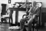 El escritor Jorge Luis Borges, en su casa de Buenos Aires en los años 80.