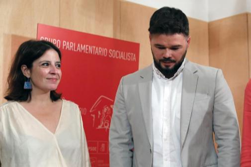 Adriana Lastra y Gabriel Rufián, durante una reunión en el Congreso...