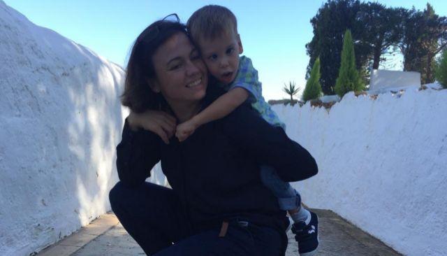Leonor Félix y su hijo Miguel.