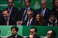 Piqué (d), junto a Felipe VI, el ministro de Cultura y Shakira.
