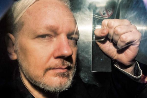 El fundador de Wikileaks Julian Assange es trasladado a prisión el...