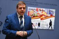 Juan Manuel Serrano,presidente de Correos, durante la presentación del sello