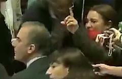 Mujeres abuchean a Ortega Smith y abandonan el acto  del Ayuntamiento de Madrid durante su discurso
