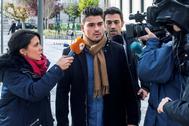 Raúl Calvo (c), uno de los acusados de agresión sexual.