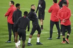 Mbappé, en el centro del entrenamiento del PSG en el Bernabéu.
