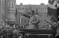 La gran marcha de los nacionalsocialistas en Weimar ante el líder Adolf Hitler, en octubre de 1930.