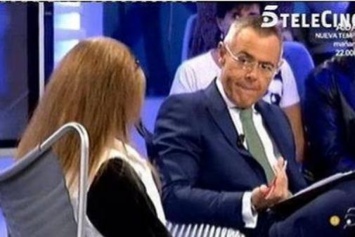 Jordi González entrevistando a la madre de El Cuco en 2011. | TELECINCO
