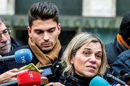 GRAF8435. BURGOS.- Raúl Calvo (i), uno de los acusados de agresión sexual a una menor, junto con su abogada Olga Navarro, realizan declaraciones a los medios, este miércoles a su salida de la Audiencia Provincial de Burgos tras la conclusión de la vista, en la que las acusaciones pública, popular y particular del denominado Caso <HIT>Arandina</HIT> han adelantado que en sus escritos de conclusiones, que formalizarán mañana, ratificarán las imputaciones de agresiones sexuales y colaboración contra los tres exfutbolistas de la <HIT>Arandina</HIT> Fútbol Club.