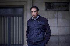Roberto Macías, ex trabajador de UGT-A, a las puertas de los juzgados de Sevilla.