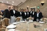 El alcalde de Málaga, Francisco de la Torre, junto a un grupo de alumnos en la reinaguración del restaurante de La Cónsula.