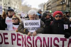Un grupo de pensionistas se manifiesta en Bilbao.