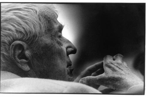 Paul Bowles fotografiado en Madrid en 1995.
