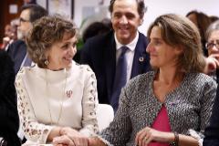 La ministra para la Transición Ecológica en funciones, <HIT>Teresa</HIT> <HIT>Ribera</HIT> (d), junto a la ministra de Sanidad en funciones, María Luisa Carcedo, este miércoles en Madrid durante la reapertura del Centro Internacional de Prensa.