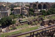 Panorámica de los Foros con la basílica de Majencio en el centro, bajo la que se encuentra la botica.