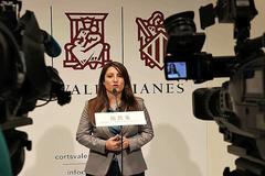La portavoz de Vox en las Cortes, Ana Vega, ayer atendiendo a los medios.