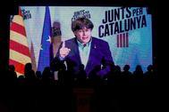 El ex presidente de la Generalitat, Carles Puigdemont, en una videoconferencia emitida en un acto de campaña.