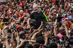 El ex presidente Lula da Silva tras salir de prisión el pasado 8 de octubre.