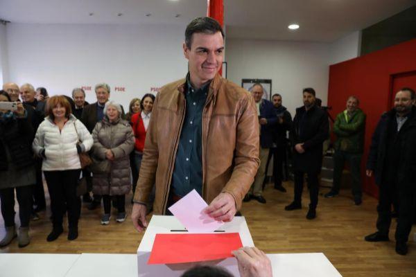 El candidato del PSOE y presidente del Gobierno en funciones, Pedro...