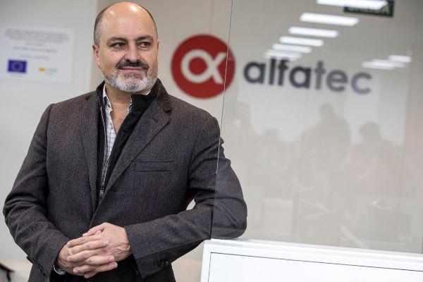 Carlos Pujadas, en la sede de Alfatec.