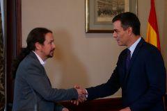 Pablo Iglesias y Pedro Sánchez en el anuncio de su preacuerdo de gobierno.