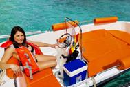 Elizabeth Pimentel, en una de las embarcaciones del negocio turístico que regentaba con su marido.