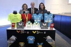 La concejal de Deportes del Ayuntamiento de Valencia, Pilar Bernabé,  el presidente de la Sociedad Correcaminos y director de la carrera, Paco Borao, y la presidenta de la Fundación Trinidad Alfonso, Elena Tejedor.