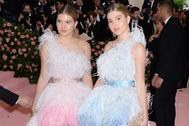 Victoria y Cristina Iglesias vestidas de Óscar de la Renta en la Gala MET 2019