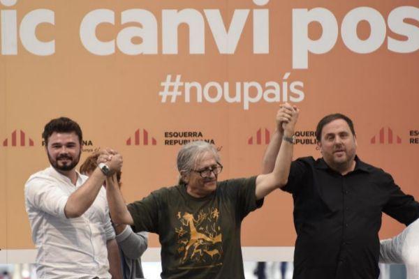Cotarelo, en un acto electoral en 2016, entre Rufián y Junqueras.