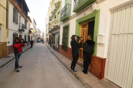 Medios gráficos toman imágenes en la calle donde se produjo el crimen.