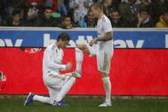 Ramos  limpia figuradamente la bota de Kroos tras el 0-1 al Alavés.