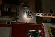 Intervención de los bomberos en el incendio de Arganzuela.