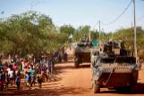 Soldados franceses patrullan en el norte de Burkina Faso.