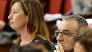 Francina Armengol y Juan Pedro Yllanes, durante un pleno del Parlament. J. SERRA