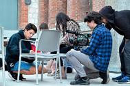 Jóvenes participantes en el documental 'Cambia el marco'.