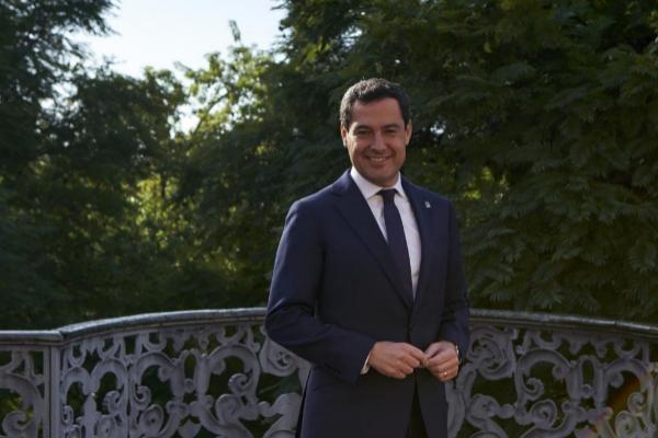 El presidente de Andalucía, Juan Manuel Moreno Bonilla, tras la...